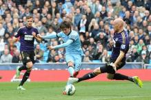 Manchester City beat West Ham United 2-0 to close on United