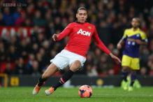 Manchester United defender Chris Smalling extends contract to 2019