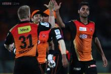 IPL 8: David Warner raises his hat to Praveen Kumar, Bhuvneshwar Kumar