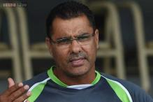 Waqar Younis interacts with players after Bangladesh drubbing