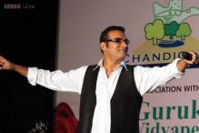 Playback singer Abhijeet and jewelry designer Farah Khan Ali provide clarification on their tweets