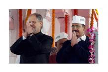 Kejriwal, Jung sit together at Rajpath enclosure for Republic Day parade