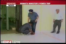 Senior TMC Minister asks security guard to ties his shoelaces