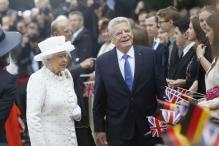 Queen Elizabeth II meets German President Joachim Gauck, rides Berlin boat