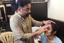 Snapshot: Kamal Haasan turns makeup man for Trisha Krishnan