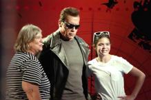 Arnold Schwarzenegger replaces his wax statue at Madame Tussauds' to prank his fans