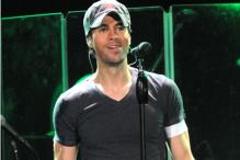 Enrique Iglesias injures himself while performing in Mexico