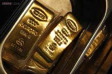 Gold inches up on jewellers buying, Global cues