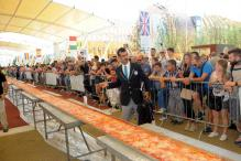 60 pizza-makers create nearly mile-long pizza in Milan