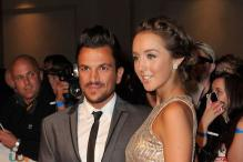 Singer Peter Andre ties knot with Emily MacDonagh