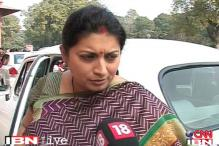 Smriti Irani shown black flags for remarks against Sonia Gandhi