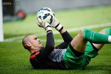 Victor Valdes hits back at Louis Van Gaal in Manchester United row