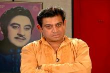 Son Amit Kumar pays a musical tribute to father Kishore Kumar on his birthday