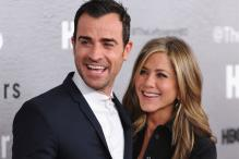 Jennifer Aniston and Justin Theroux have dinner nude