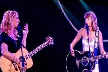 Taylor Swift invited Lisa Kudrow on stage to sing 'Smelly Cat' and the result was epic