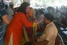 Ex-servicemen celebrate Raksha Bandhan with their sisters at Jantar Mantar