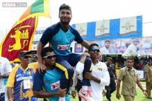 Watch: Dhammika Prasad sings a Kishore Kumar song on Sangakkara's farewell