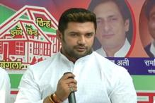 Chirag Paswan escapes unhurt in stage collapse