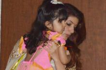 Snapshot: Twinkle Khanna and daughter Nitara attend Ganesh puja at Sonali Bendre's house