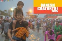 These photos show how devotees didn't let rain dampen their enthusiasm during Ganpati Visarjan