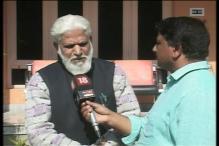 Kashmiri writer Marghboob Banihali returns his Sahitya Akademi award