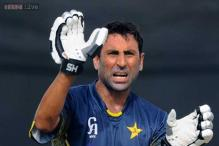 Younis Khan poised to pass 'legend' Miandad's Pakistan run record