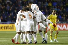 Euro 2016: Netherlands keep hopes alive with win in Kazakhstan