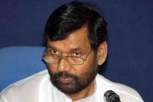 Postal department officials suspended for not delivering Paswan's New Year cards