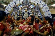 These pictures of 'Sindoor Khela' on the last day of Durga Puja will win your hearts
