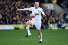 Newcastle United sign Swansea City midfielder Jonjo Shelvey