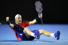 Local hero Lleyton Hewitt enters Rd 2 at Australian Open