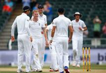 England hold edge as South Africa score 267 for 7 on first day of third Test