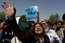 Violence over privatisation of Pakistan International Airlines in Karachi, 3 dead