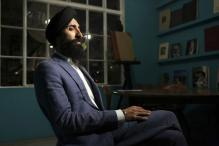 Sikh-American actor Waris Ahluwalia flies home wearing his turban