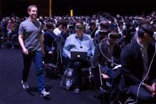 This photo of Mark Zuckerberg at Samsung Galaxy S7 launch reveals the reality of virtual reality