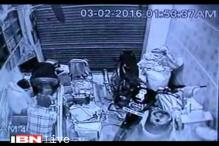 Caught on camera: Metres away from a police station in Agra, burglars rob jewellery shop