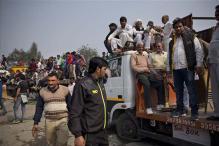 Jat quota protesters block roads in Delhi
