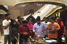 Photo of the day: STR celebrates 33rd birthday with close friends, fans