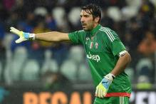 Juventus hold lead as Buffon sets clean sheet record in Serie A