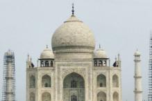 Taj Mahal minaret pinnacle falls during restoration work?