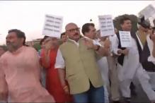 Battle for Uttarakhand reaches Rashtrapati Bhavan; Congress, BJP meet president