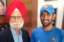 ICC World T20: Hockey legend Balbir Singh Sr drops by to wish luck to Dhoni & Co