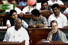 Sonia Gandhi struggles to free her shawl from the clutches of purse