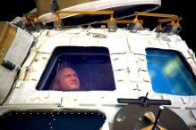 US astronaut Scott Kelly heads home after nearly a year in space