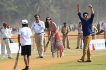 Britain's royal couple enthralls Mumbai crowd with its 'cricket' skills