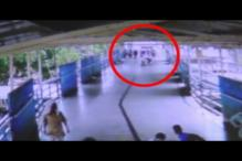 Man stabs passerby caught on camera in Mumbai
