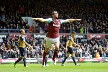 Andy Carroll hat-trick dampens Arsenal title dreams in 3-3 draw