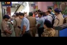 Robbers walk away after stabbing Delhi Metro employee