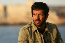 Angry Protestors Heckle Kabir Khan at Karachi Airport