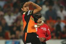 Injured Ashish Nehra to Undergo Knee Surgery